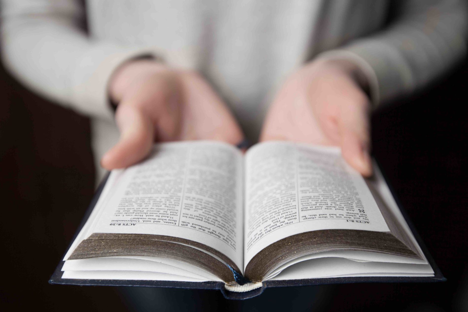LightWorkers 9 Engaging Things Everyone Should Do When Reading the Bible.