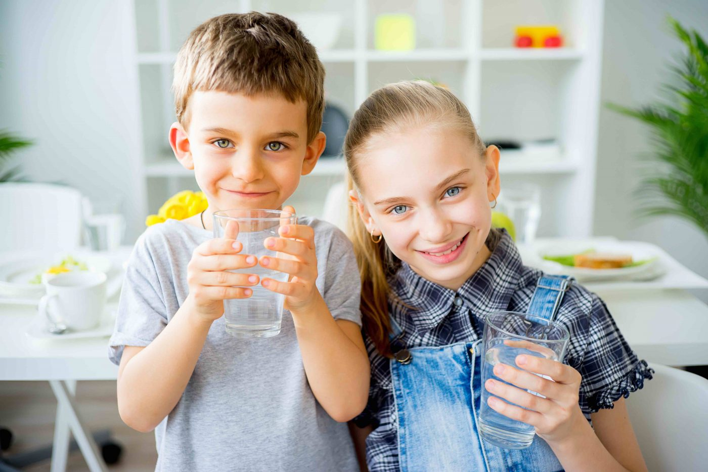 kids drinking water at home