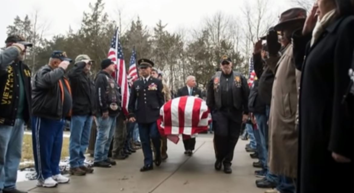 Hundreds of Strangers Attend Vet's Funeral After Finding out He Had No Family