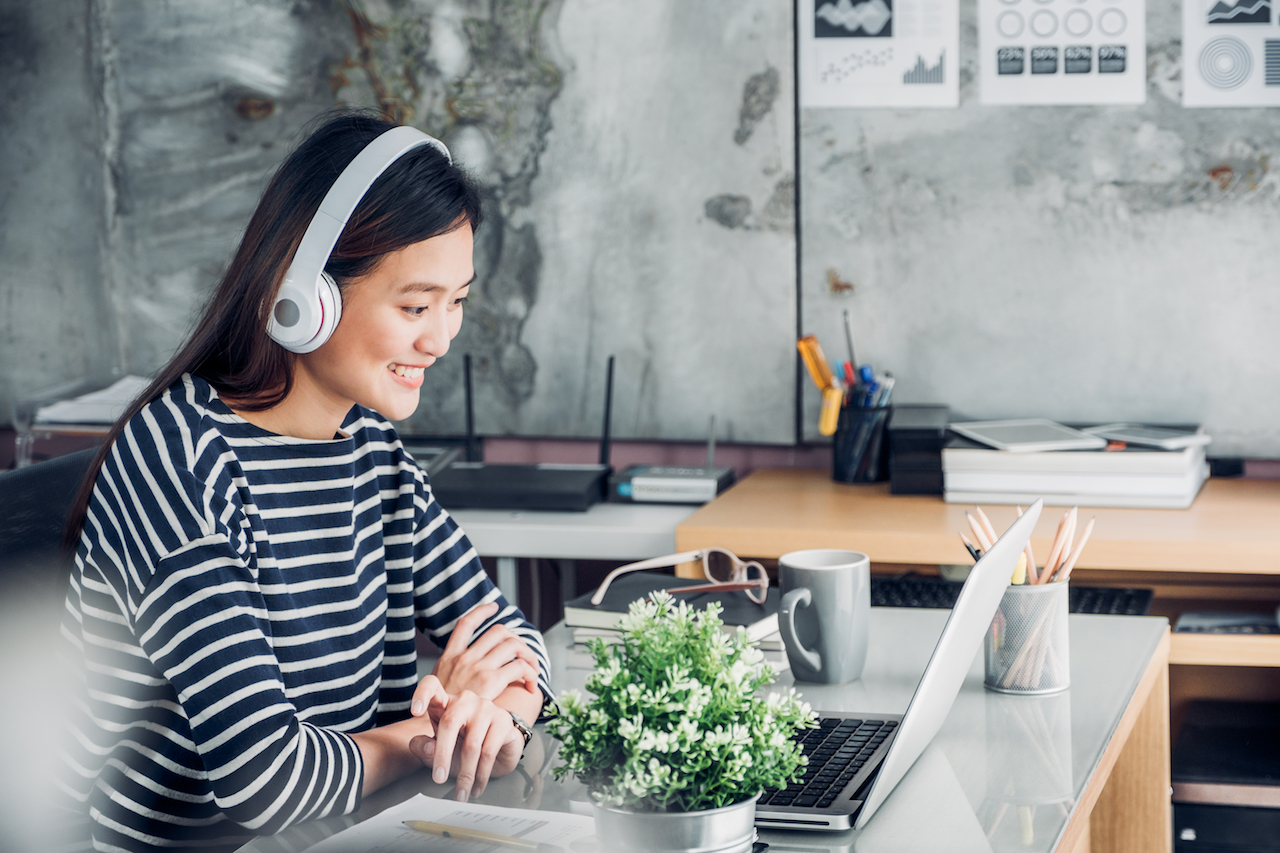 How to Choose the Right Background Music for Your Work, According to Science