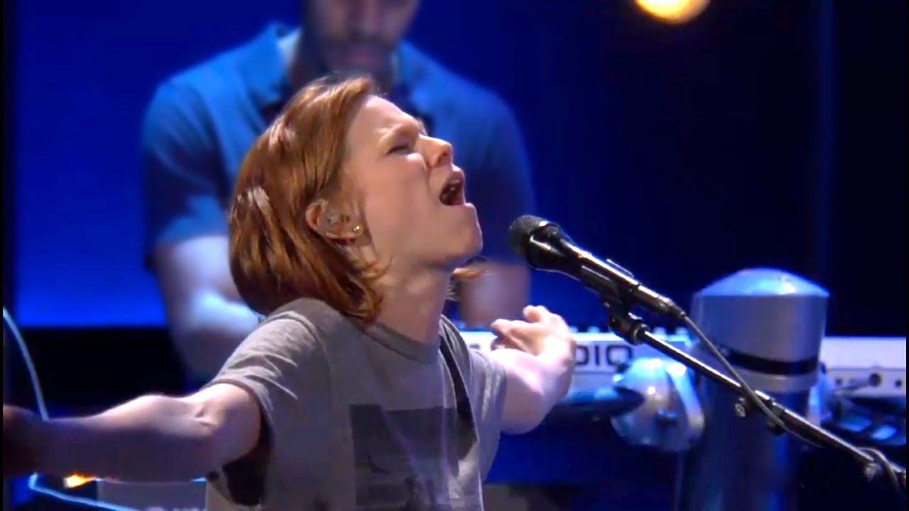 Watch: 3 Extremely Powerful + Spontaneous Worship Moments