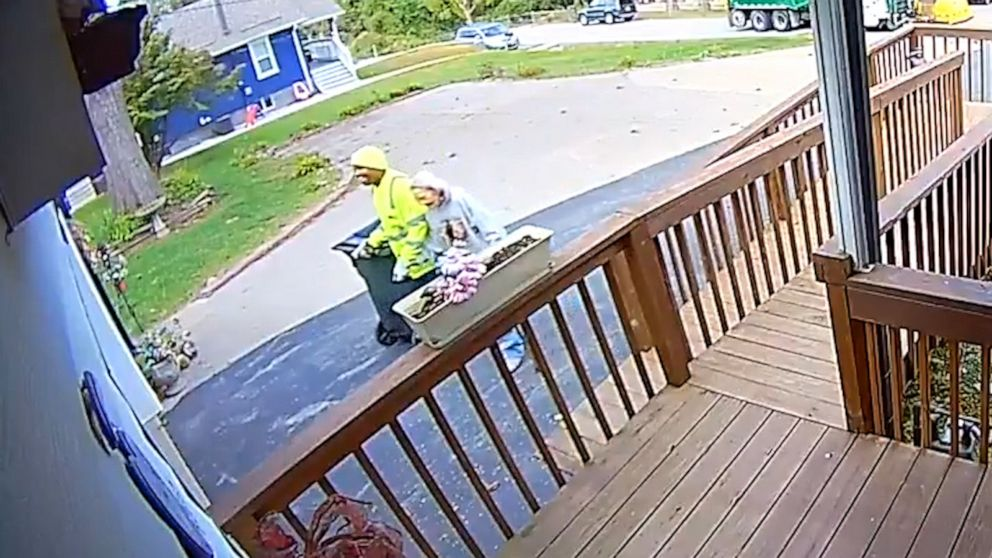 Sanitation Worker Goes Viral for Helping 88-Year-Old Woman with Dementia Who Suffered Emergency Fall