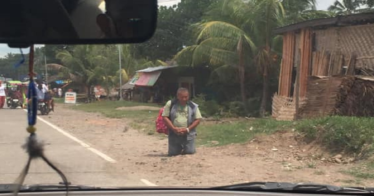 While Others Panicked, This Man Has Gone Viral for Kneeling to Pray During Massive Earthquake