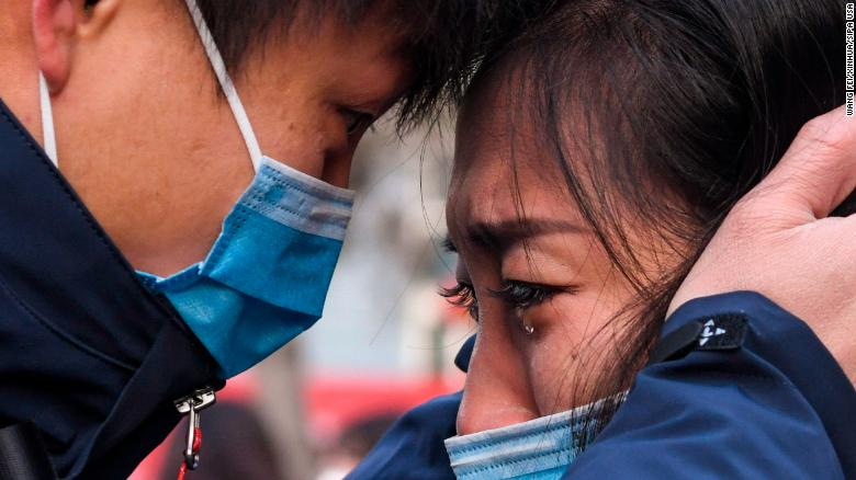 Lyu Jun, a Chinese doctor, saying goodbye to his wife before going to the Wuhan province to treat Coronavirus patients.